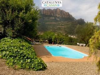 Majestic mansion in Monistrol de Montserrat with 8 spacious bedrooms for 18 guests