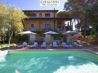 Majestic villa in Sils for 15 guests, in beautiful Costa Brava near the beach and PGA Golf course!, Riudarenes