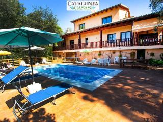Enchanting villa in the heart of Costa Brava - 8km to PGA golf and 20  km to the beach!, Santa Coloma de Farners