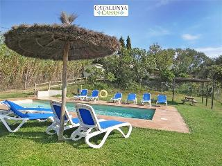Villa Cal Belles for 16 guests, only 20km to the beaches of Costa Brava!, Vidreres