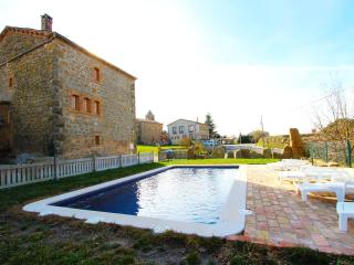 Historical 6-bedroom getaway in Vilaseca for 15 guests, Llobera
