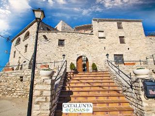 Villa Cal Salvador in the Catalonia countryside for up to 18 people!, Sant Ramon