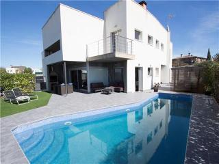 Avant-garde villa in Vilafranca for 9 guests,  just 30 minutes from Barcelona, Vilafranca del Penedès