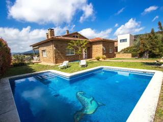 Lovely Villa Perdiu in Bigues i Riell for up to 14 people on the outskirts of Barcelona!, Gualba de Dalt