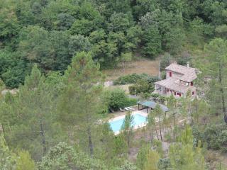 Gite 4-6 pers dans un mas en pierre avec piscine, Banne