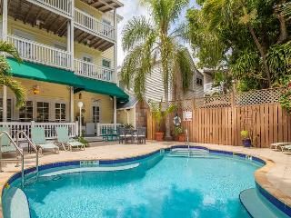 Curry # 6 Historical lodging in the heart of Old Town! Pool and breakfast!, Key West
