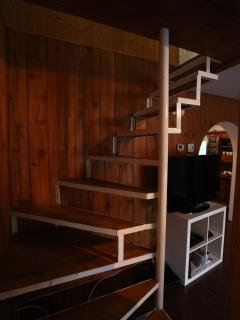 stairs to get upstairs to the bedrooms