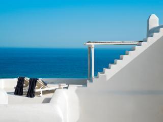 Sublime character villa overlooking the Aegean Se, Elia