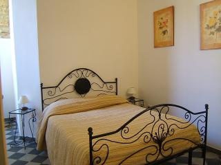 ORTIGIA: Two bedroom apartment 50m from the beach