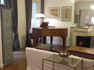 4 rooms 80 m2 Gare du Nord with Grand Piano
