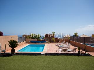 AG7200798| Stunning 3 Bedroom Villa. New Build. Private Heated Pool. Costa Adeje, Playa de Fanabe