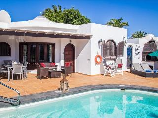 Puerto del Carmen Villa Sleeps 6 with Pool Air Con and WiFi - 5630238