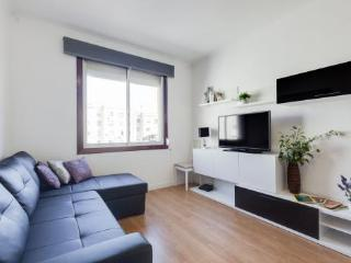 Sagrada Familia 4BR/2BA for 7 by Avenida Gaudi