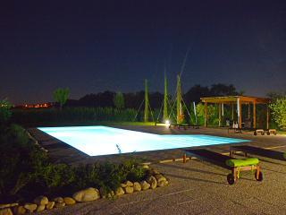 Appartamento Alba in casale con piscina