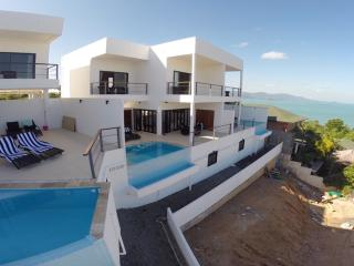 10 Bedrooms 4 Pools Villa ~ 5 mins walk to beach