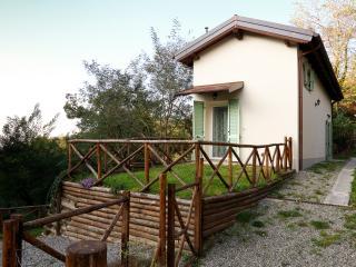 CASA DI CINTI: bilocale con giardino, appennino bolognese,  Loiano (BO)