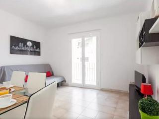 Authentic Barcelona experience - Bright + Colourful 3BR/1.5BA in El Clot.