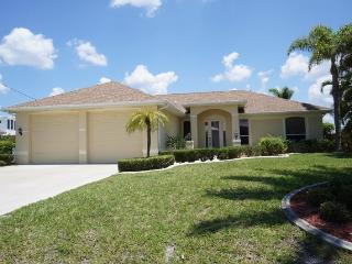 Villa Riposo - Cape Coral 3b/2ba Off Water Home, surrounded by Million Dollar Homes, Solar Heated Pool, Nicely Furnished, HSW Internet,