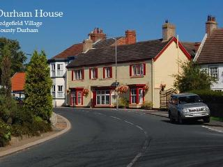 Large house with own bar, games room and hot tub, Sedgefield