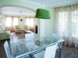 Magnífica Villa con piscina Privada, 2 dormitorios, Oliva