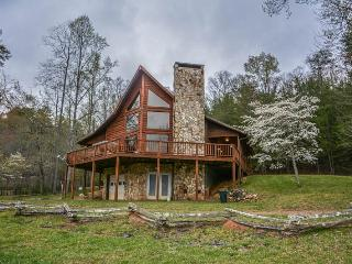 BEAVER`S MOUNTAIN ESCAPE- 3BR/3BA- MOUNTAIN VIEW CABIN THAT SLEEPS 12, GAS GRILL, FIRE PIT, WIFI, PET FRIENDLY! STARTING AT $150 A NIGHT!, Blue Ridge