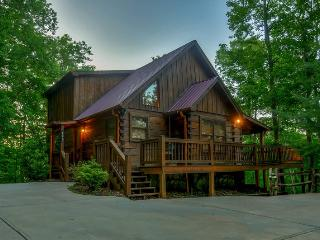 MOON SHADOW OVERLOOK-3BR/3BA-LUXURY CABIN SLEEPS 6, WIFI, HOT TUB, GAS GRILL, FOOSBALL TABLE, FLAT SCREEN TV`S IN EACH BEDROOM, OUTDOOR SITTING AREA WITH OUTDOOR FIREPLACE AND FLAT SCREEN TV! STARTING AT $195/NIGHT!, Blue Ridge