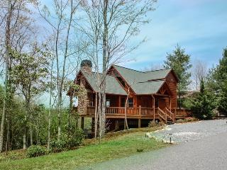 AWESOME LUXURY LODGE- 3BR/3BA- SLEEPS 8, MOUNTAIN VIEW, WIFI, FLAT SCREEN TVS IN EVERY BEDROOM, CABLE TV, POOL TABLE, HOT TUB, INDOOR AND OUTDOOR FIREPLACES! STARTING AT $200 A NIGHT!, Blue Ridge