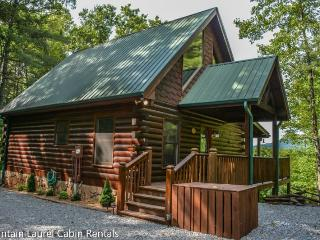 BUCKSKIN BLUFF-3BR/3BA- CABIN WITH A BEAUTIFUL MOUNTAIN VIEW THAT SLEEPS 6, 3 KING SUITES, PET FRIENDLY, FLAT SCREEN TV`S IN EVERY ROOM, WIFI, HOT TUB, POOL TABLE, 2 JETTED TUBS, GAS GRILL, AND A WOOD BURNING FIREPLACE!STARTING AT $165 A NIGHT!, Blue Ridge