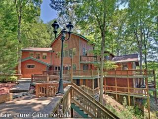JORDAN LODGE- BEAUTIFUL 6BR/5BA CABIN WITH DOCK ON BEAR LAKE, BEAUTIFUL MOUNTAIN VIEWS, SLEEPS 18, INDOOR HOT TUB, 11 FLAT SCREEN TV`S, GAME ROOM WITH POOL TABLE, FOOSBALL, GAS GRILL, GAZEBO, FIRE PIT AND A WOOD BURNING FIREPLACE! STARTING AT $400/NIGHT!, Blue Ridge