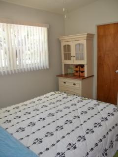2nd Bedroom w/Queen size bed open to 2nd Bathroom