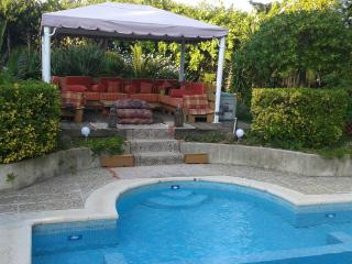 little haven, studio,30sqm independant, pool in villa, beach 400m, very central