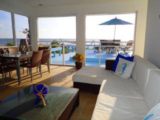 Villa Azul - Private Beach  Front w/ Pool, Cockburn Town