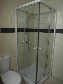 En-suite shower for main bedroom