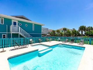 Coastal Cottage sleeps 14, Family Friendly w/ Private Pool, Palapa Bar, Port Aransas