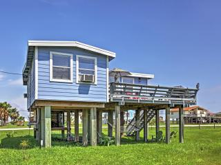 Charming 2BR Freeport Beach House w/Private Balcony and Propane Grill - Only 4