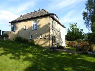 Dutch dike house apartment with garden (Welshpool), Deventer