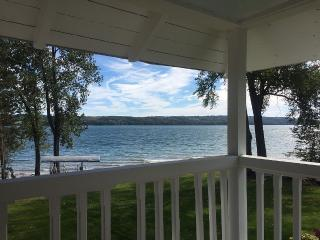 Owasco Lake front Seasonal Cottage, Auburn