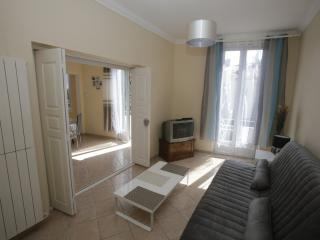 Appartement cosy climatisé à 5 mn du centre ville., Nîmes