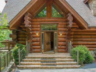 Luxury 7 BR, Hot Tub, Arcade ~ Buck & Bear Lodge, Gatlinburg