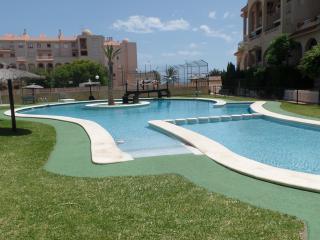 2a LINEA: Duplex equipado para Bebes, en urba con piscina, aire ac, wifi, garage