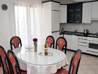 Apartment Paštar for 7 persons (5+2)