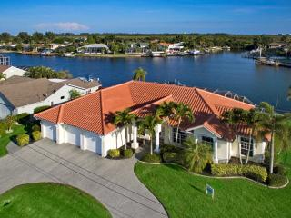 Villa Dolphin - Optional 27ft Speedboat, Cape Coral