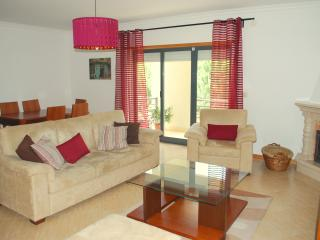 Cozy 2-bedroom apartment at Arrábida Hills, Palmela