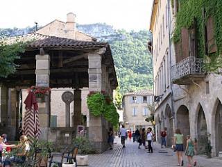 Maison de ville au cœur du village.