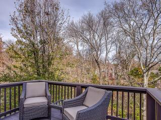 Music City Lodge: 8 Bed Vacation Home 15 Miles to Downtown