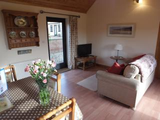 BLUEBELL COTTAGE LIncs Wolds. Viking Way. Peace Quiet. Fishing. Walks. Relaxing