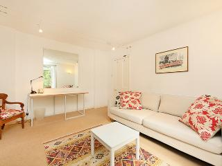 Charming 1 bedroom apartment with patio- Fulham Road, Londres