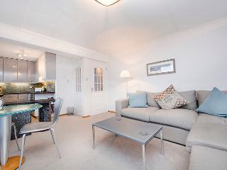 Superbly located 1 bedroom apartment with balcony- Covent Garden