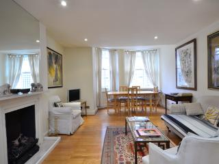 Classically-styled 2 bedroom in a beautiful period building- Kensington