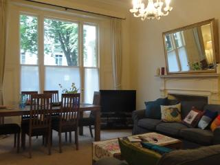 Large and colourful 3 BR apartment, very close to Hyde Park- Bayswater